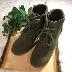 Mia Booties In green size 5 1/2